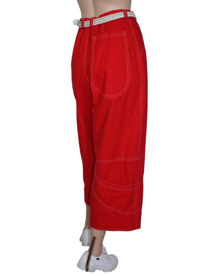 Rode damesbroek met leuke originele zakken.
